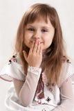 Милая симпатичная девушка с голубыми глазами стоковое фото