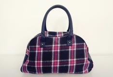 Милая сумка шотландки Пинк с голубой сумкой тартана на белизне Стоковое Изображение