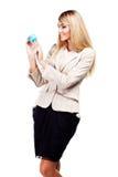 Милая усмехаясь женщина держа глобус мира. Бизнес-леди Стоковые Изображения