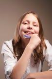 Милая усмехаясь предназначенная для подростков школьница Стоковая Фотография RF