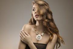 Милая элегантная женщина моды Стоковые Изображения RF