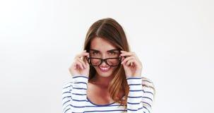 Милое брюнет с eyeglasses видеоматериал