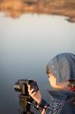 Милое видео стрельбы девушки Стоковое Фото