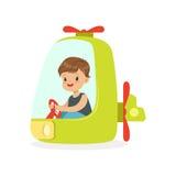 Милое катание на вертолете, ребенк мальчика имеет потеху в иллюстрации вектора шаржа парка атракционов Стоковое Изображение RF