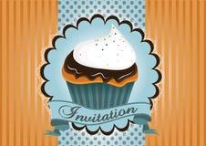 Милое приглашение торта чашки Стоковые Изображения