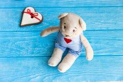 Милое сердце плюшевого медвежонка и пряника Стоковые Фото