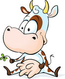 Милое усаживание коровы изолированное на белой предпосылке иллюстрация штока