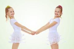 Милые девушки держа руки Стоковое фото RF