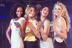 Милые девушки с коктеилями Стоковое фото RF