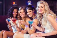 Милые девушки с коктеилями Стоковые Фото