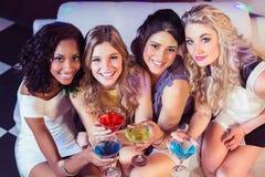 Милые девушки с коктеилями Стоковое Изображение