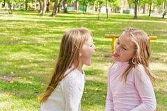 Милые 2 играя девушки Стоковые Изображения