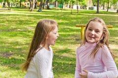 Милые 2 играя девушки Стоковое Фото