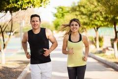 Милые испанские пары jogging совместно Стоковые Фото