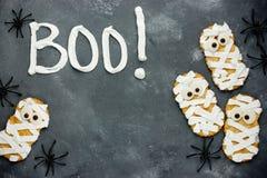 Милые и страшные мумии печений хеллоуина Стоковые Изображения
