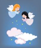 Милые маленькие ангелы летая в небо Стоковая Фотография RF