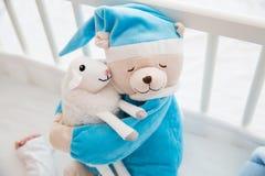 Милые мягкие игрушки младенца стоковые фотографии rf