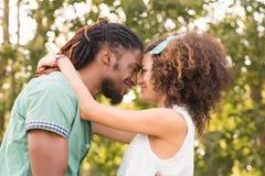 Милые пары в парке Стоковая Фотография RF