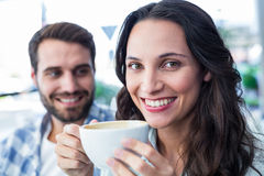 Милые пары имея кофе совместно Стоковые Изображения RF