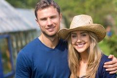 Милые пары усмехаясь на камере Стоковое Фото
