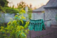Милые старомодные вещи деревенские зажимки для белья Стоковые Фотографии RF