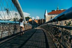 Милый велосипед катания женщины на мосте Стоковая Фотография