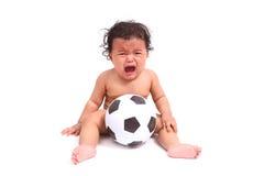 Милый выкрик младенца с шариком на белизне Стоковая Фотография