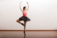 Милый выполнять артиста балета Стоковые Изображения RF