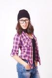 Милый девочка-подросток битника с шляпой beanie стоковые фотографии rf