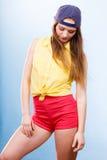 Милый девочка-подросток в модных одеждах Стоковые Фотографии RF