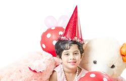 Милый маленький ребёнок празднуя ее день рождения стоковая фотография