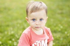 Милый малый мальчик на каникулах Стоковое Изображение