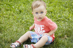 Милый малый мальчик на каникулах Стоковые Изображения