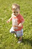 Милый малый мальчик на траве стоковые фотографии rf