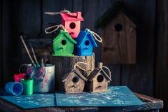 Милый малый фидер и план строительства птицы Стоковая Фотография RF