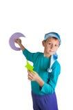 Милый мальчик держа бумажную луну и звезды изолированными на белизне Стоковое Изображение RF