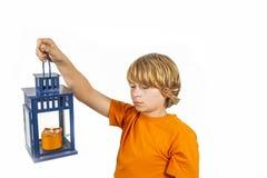 Милый мальчик держа фонарик руки стоковое изображение rf
