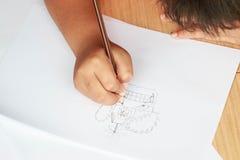 Милый мальчик делая его домашнюю работу Стоковая Фотография RF