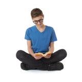 Милый мальчик подростка над предпосылкой изолированной белизной Стоковое Изображение