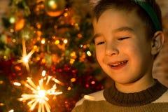 Милый мальчик с бенгальскими огнями Стоковое Фото