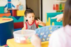 Милый мальчик уча алфавит Стоковое Фото