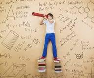 Милый мальчик уча Стоковое Изображение RF