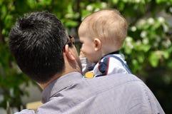 Милый младенец и отец Стоковые Фотографии RF