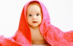 Милый младенец и полотенце стоковое изображение