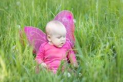 Милый младенец с крылами Стоковая Фотография