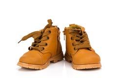Милый младенец boots ботинки на белой предпосылке Стоковые Изображения