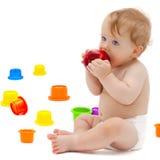 Милый младенческий мальчик с яблоком Стоковое Фото