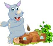 Милый носорог шаржа сидя на деревянном Стоковые Изображения