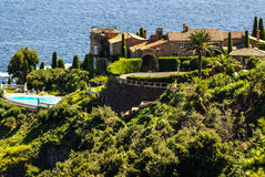 Милый дом в Антибе. Антиб курортный город в Альп-мамах Стоковые Изображения RF
