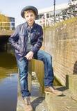 Милый подросток в шляпе (без сокращений портрет) Стоковое Изображение